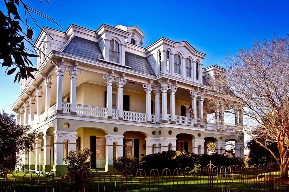 The Dansereau House