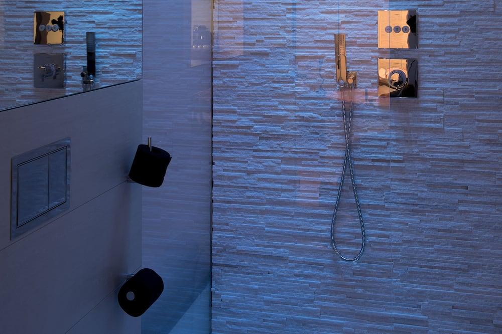 Prabangaus stiliaus apartamentai, sūkurinė vonia - Vonios kambarys