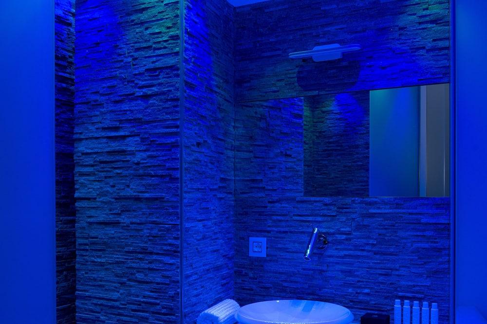 Liukso klasės apartamentai - Vonios kambarys