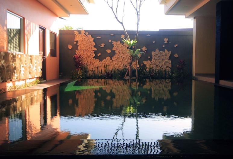 阿貢住宅, 雷吉安, 室外游泳池