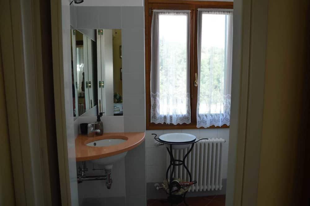 Dvoulůžkový pokoj, soukromá koupelna, výhled do zahrady - Koupelna
