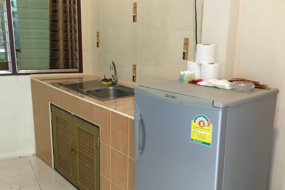Family Room 5 PAX - Mini Refrigerator
