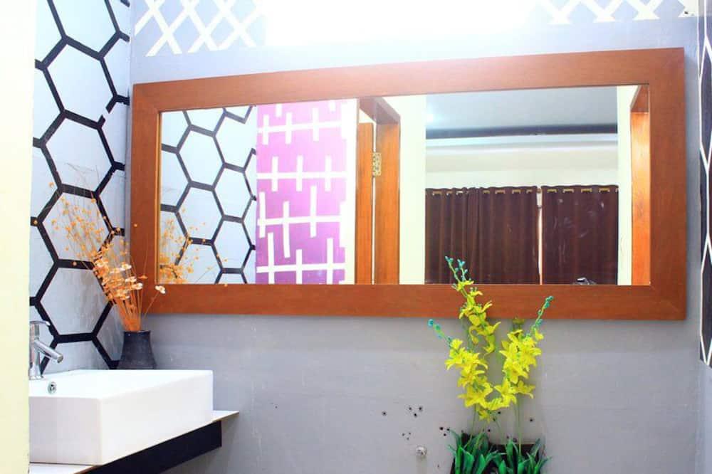 Deluxe szoba kétszemélyes vagy két külön ággyal - Fürdőszoba