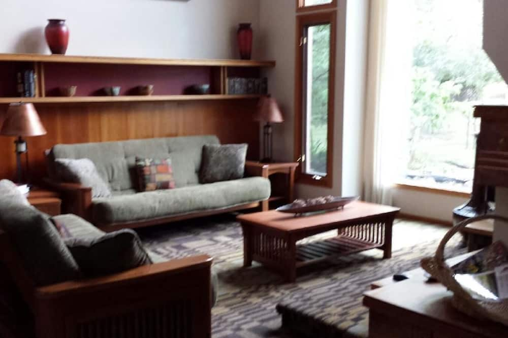 House, 5 Bedrooms, Kitchen, Golf View - Living Room