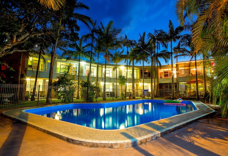Ocean Paradise Holiday Units, Coffs Harbour, Outdoor Pool