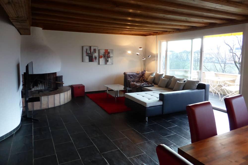 Apartman, 1 bračni krevet i kauč na rasklapanje, balkon, pogled na planinu - Dnevni boravak