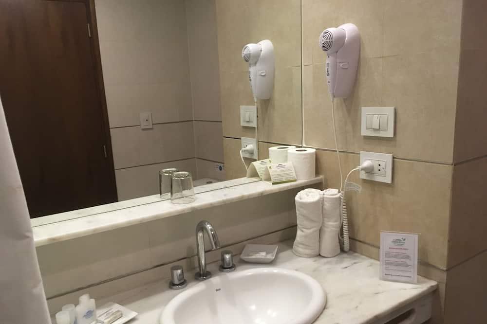 Habitación, 2 camas dobles, para no fumadores - Baño
