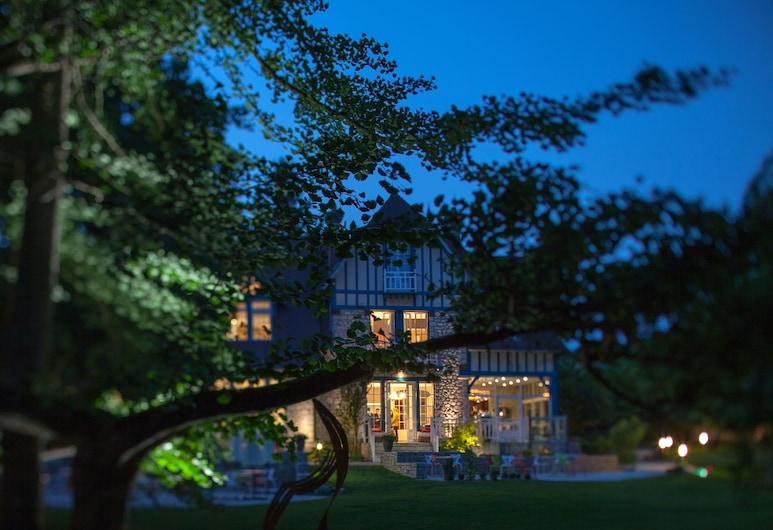 Le Jardin des Plumes, Giverny, Hotellfasad - kväll