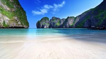 Patong bölgesindeki Goldsea Beach resmi