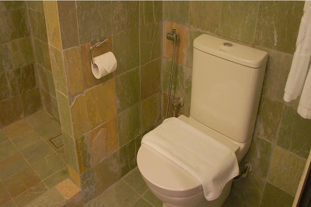 Superior Twin - Bathroom