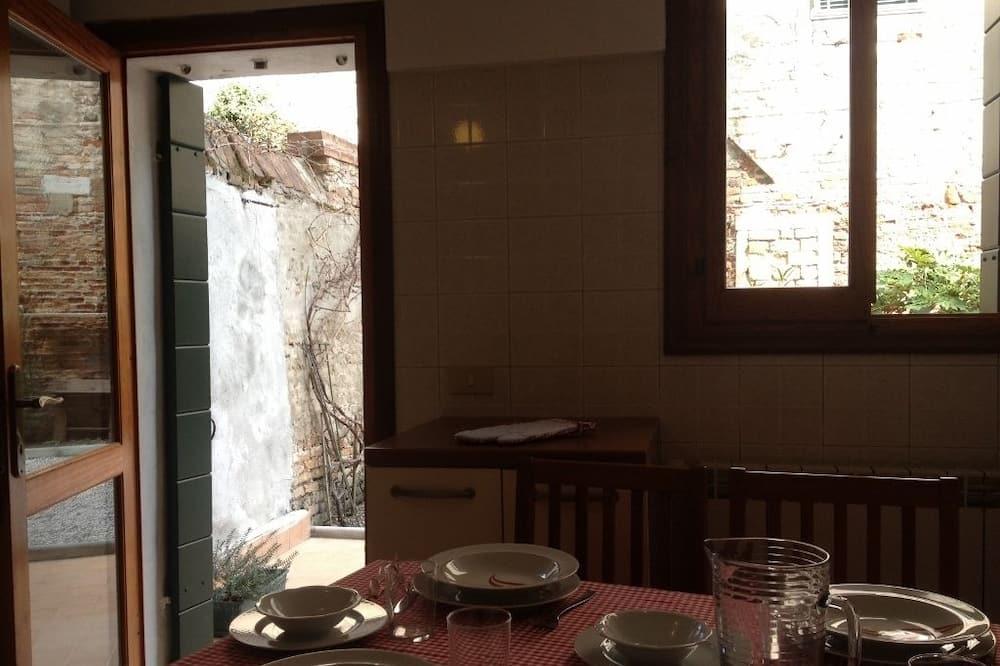 Apartment, 1 Bedroom, Courtyard Area (Cannaregio - Corte Zappa) - In-Room Dining