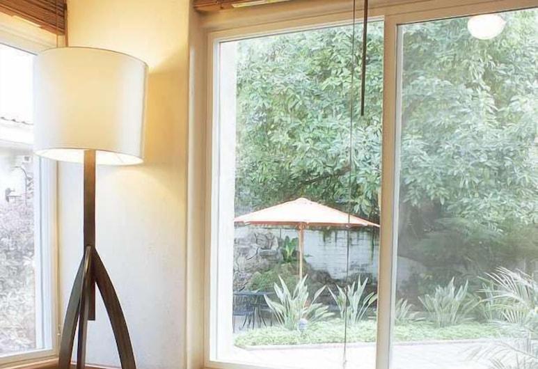 Alcazar Suites, Zapopan, Basic Suite, Living Area
