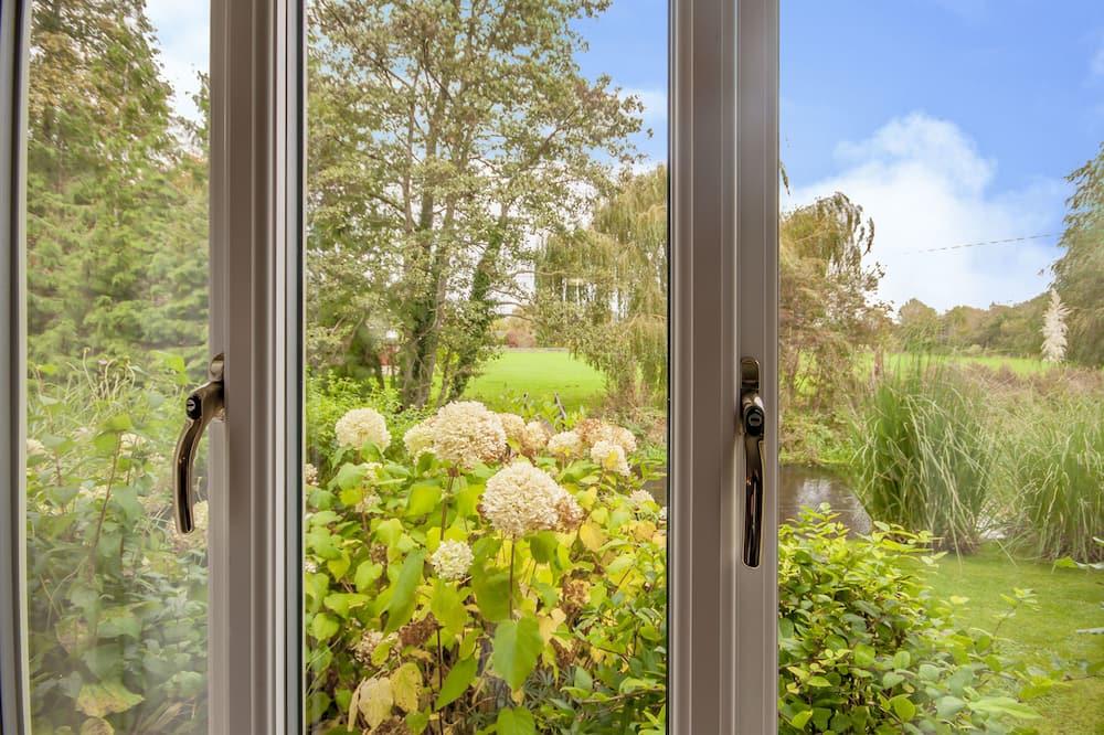 Tomannsrom - Utsikt mot hage