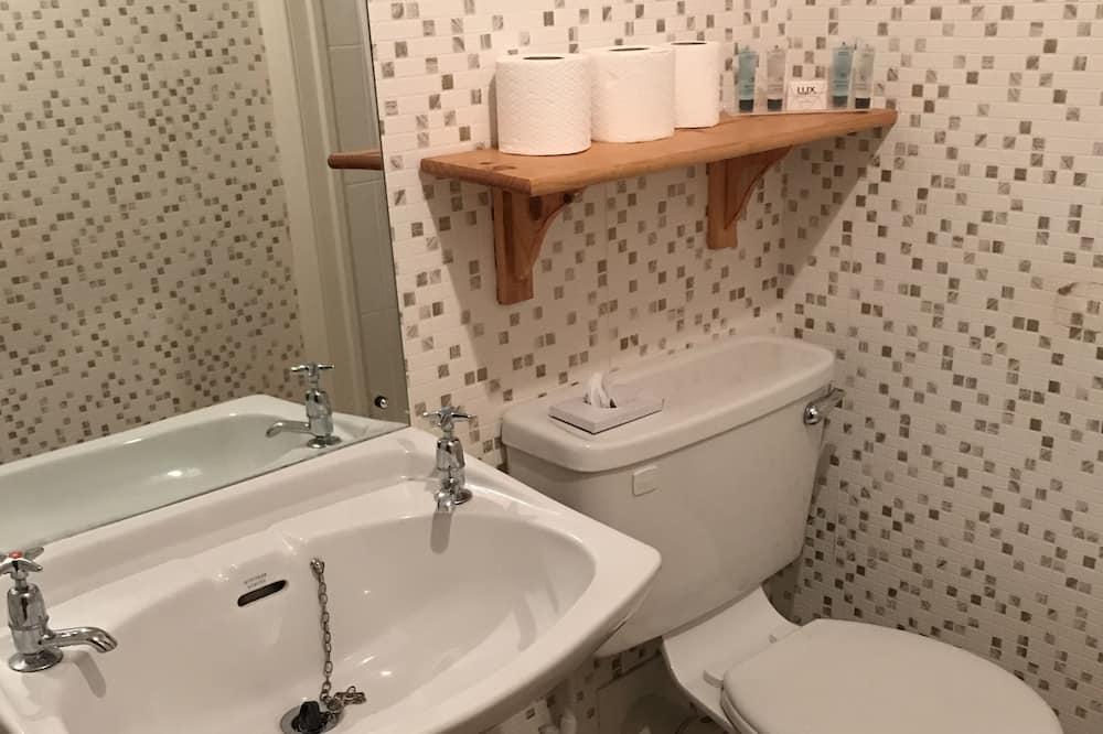 Double or Twin Room, Private Bathroom (Room 6) - Bathroom