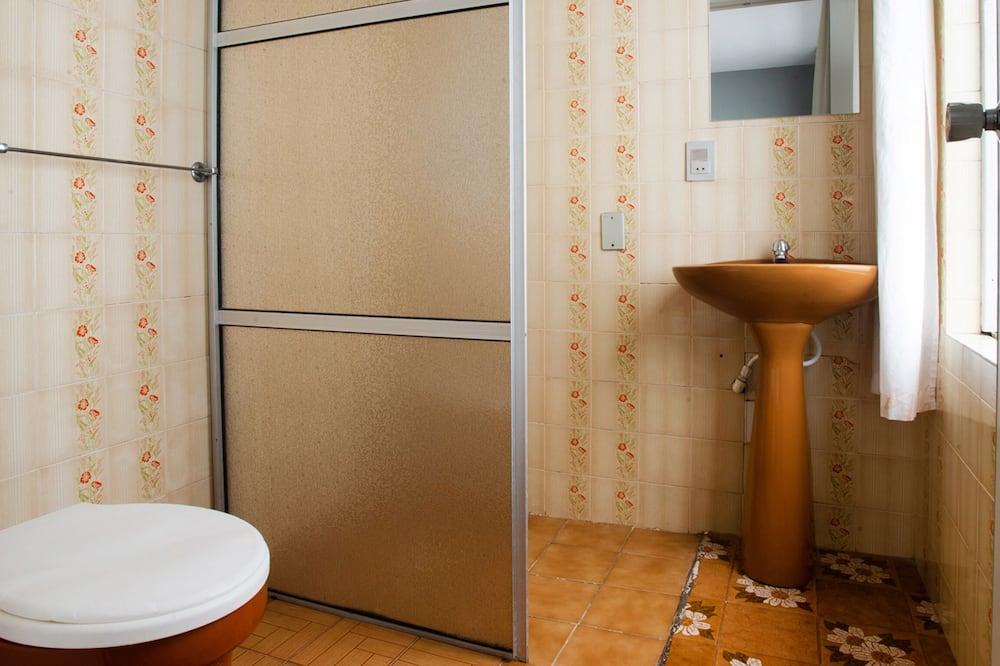 Triple Room, 3 Twin Beds - Bathroom