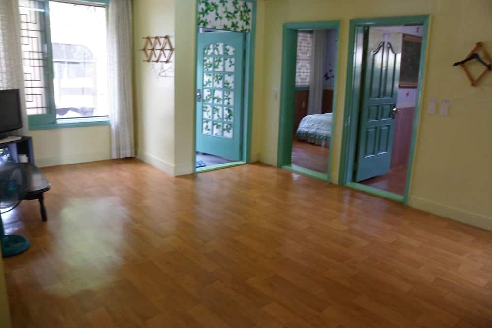 Room, 3 Bedrooms - Ruang Tamu