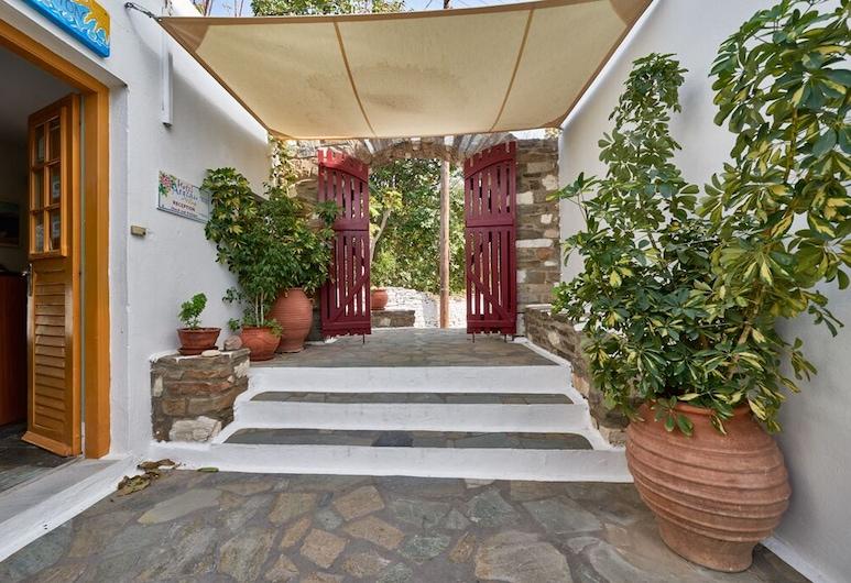 Aegean Village, Πάρος, Είσοδος ξενοδοχείου