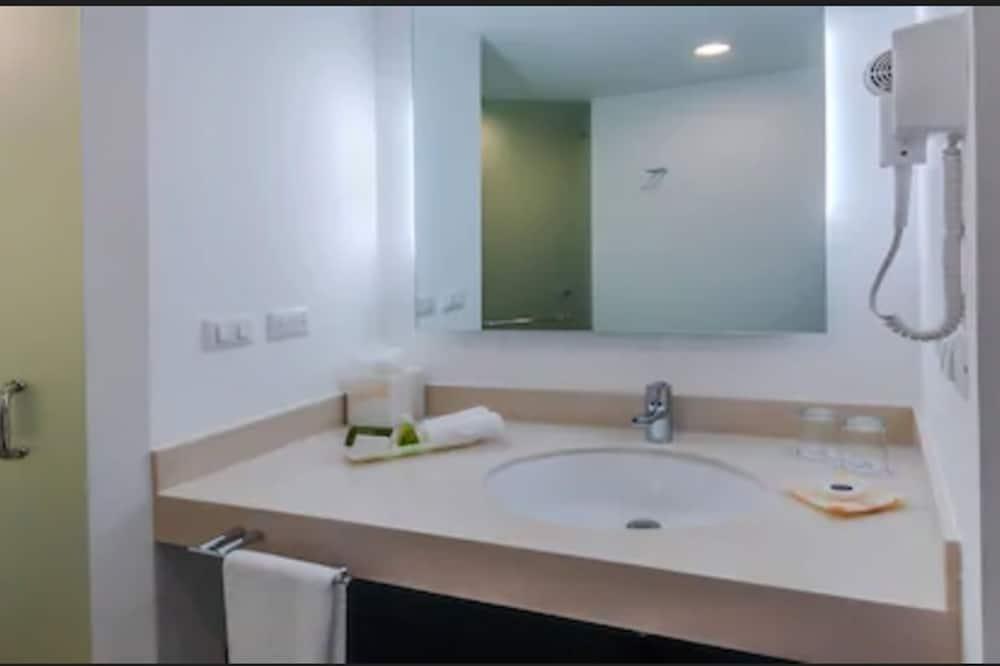 Habitación doble Deluxe, 2 camas dobles - Baño
