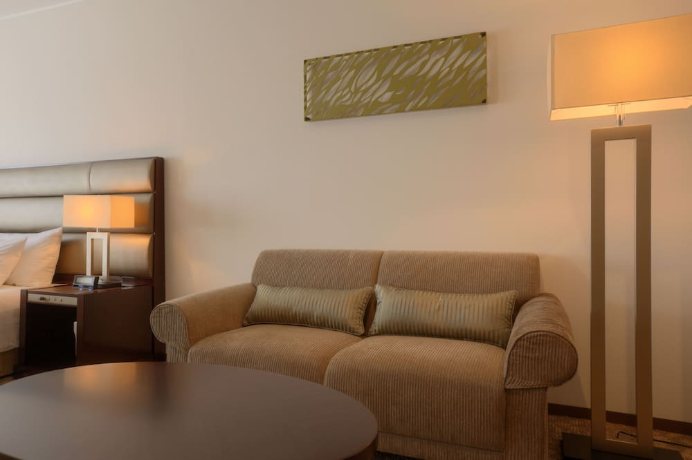 Superior Room, 1 King Bed, Non Smoking - Living Area