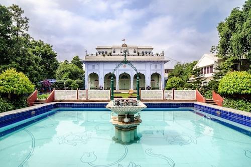 蒂基宮殿飯店/
