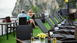 Choose This Mid-Range Hotel in Halong