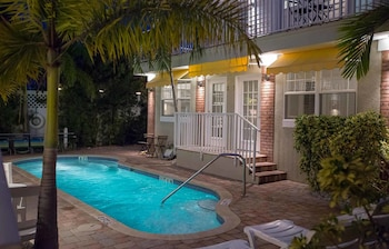 Picture of Coconut Inn in St. Pete Beach