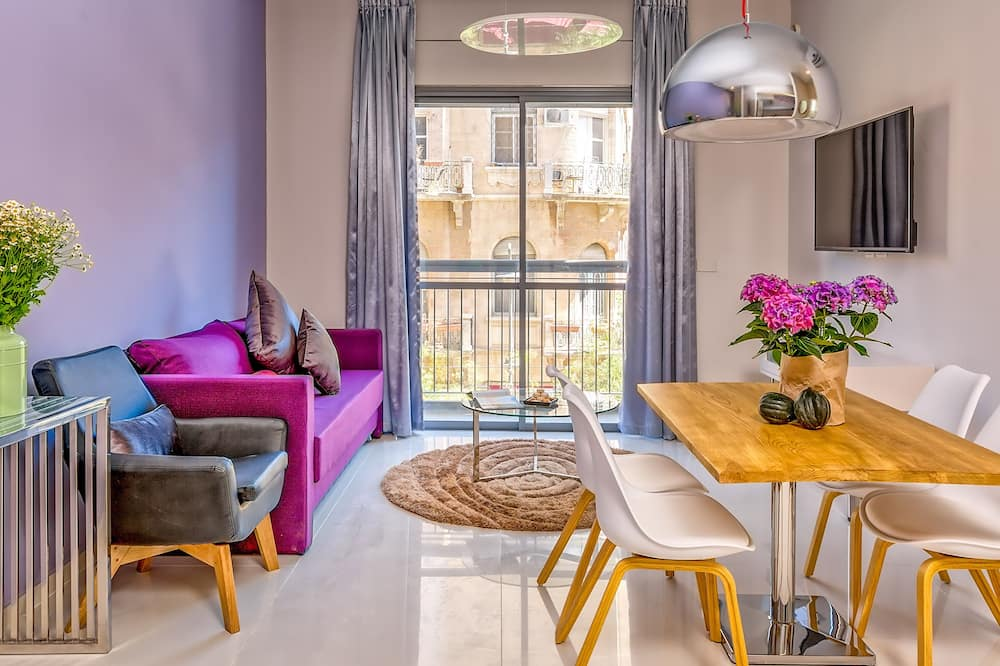 Jaffa 35 Designer One-Bedroom Apartment with Balcony - In-Room Dining