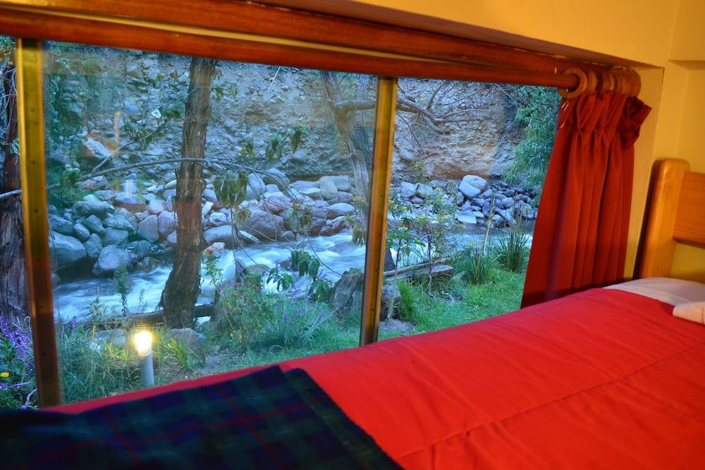Klasikinio tipo bendrabutis, atskiras vonios kambarys, vaizdas į kalnus (4 pax) - Vaizdas iš svečių kambario