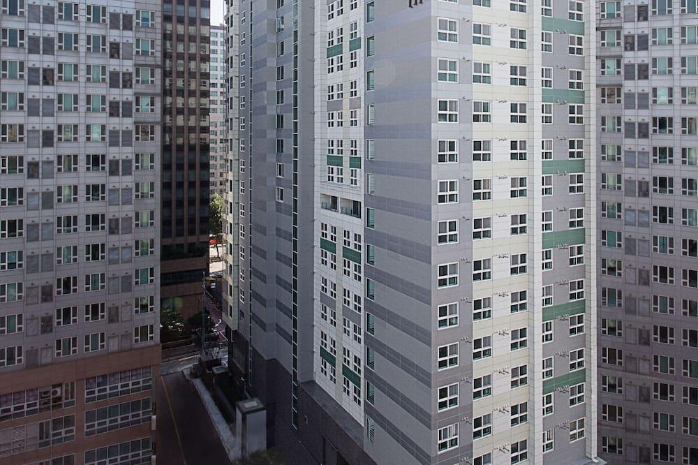 Deluxe Double Room - Street View