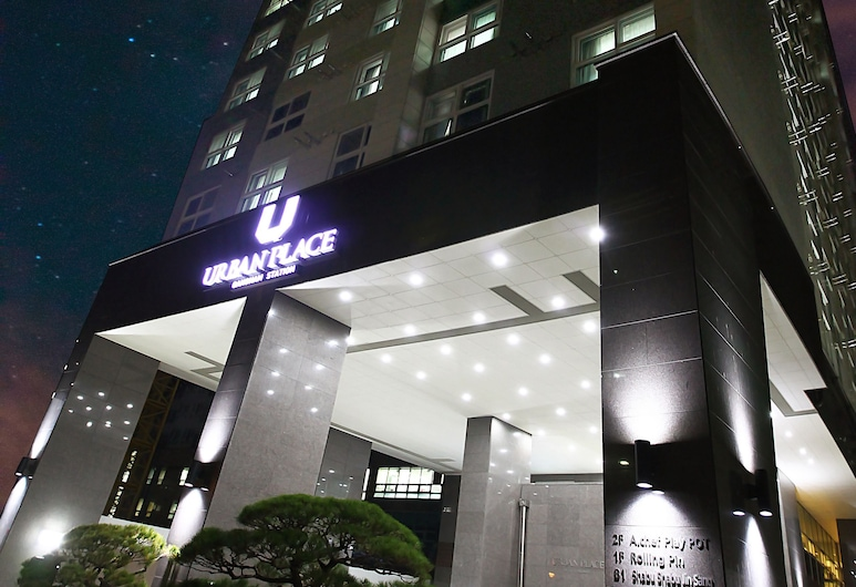 Urban Place Gangnam, Сеул, Фасад готелю (вечір/ніч)