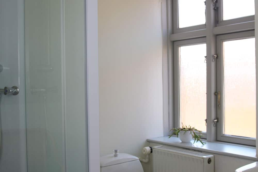Familieværelse - fælles badeværelse - Badeværelse
