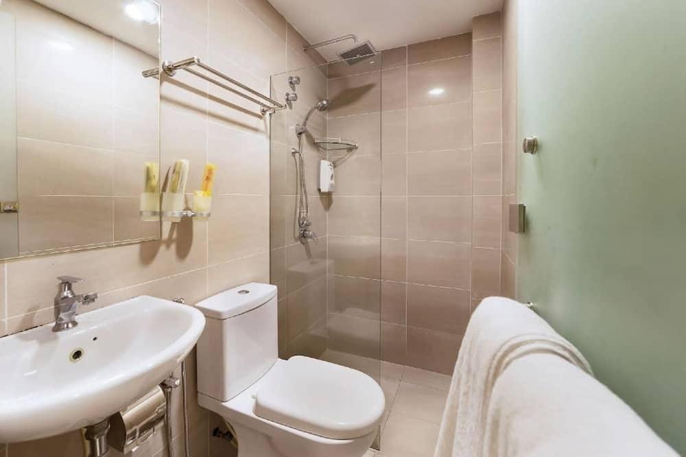 Deluxe Double Room, No Windows - Bathroom