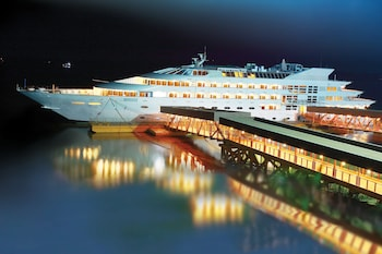 Gambar Vintage Luxury Yacht Hotel di Yangon