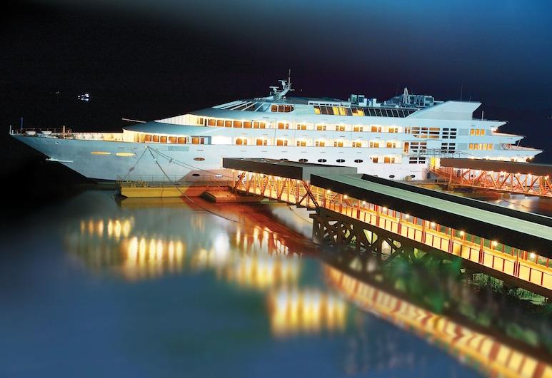 Vintage Luxury Yacht Hotel, Yangon, Hotel Front