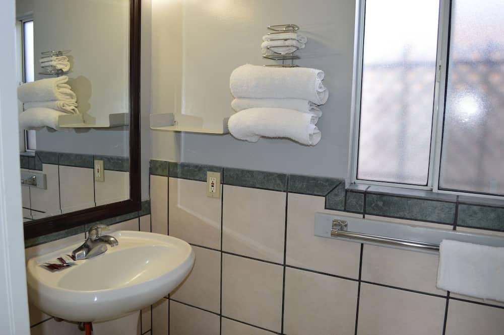 Izba typu Deluxe, viacero postelí - Kúpeľňa