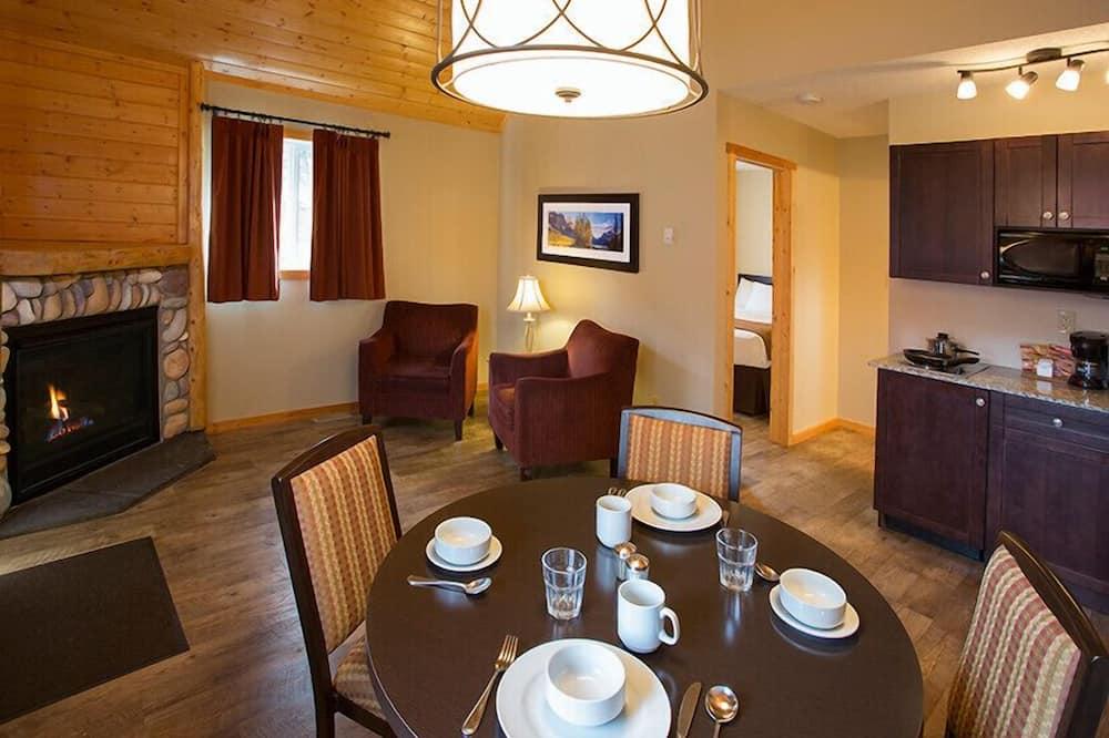 Cabin, 1 Bedroom, Kitchen - In-Room Dining