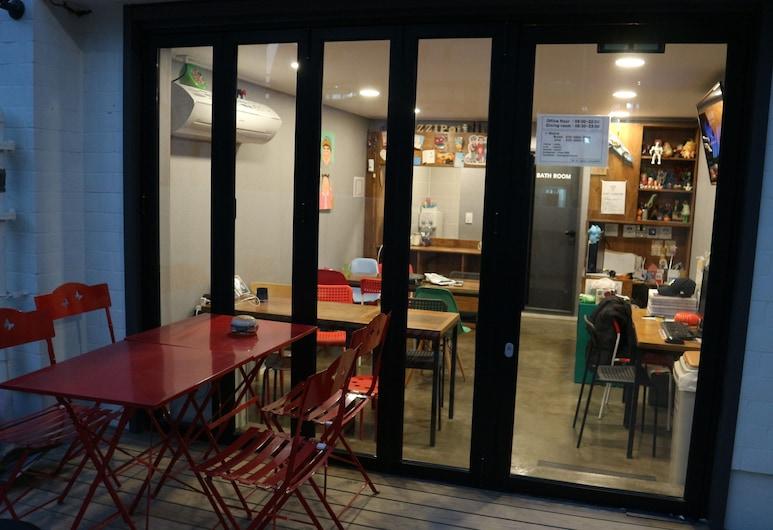 Zzzip Guest House, Сеул, Фасад готелю (вечір/ніч)