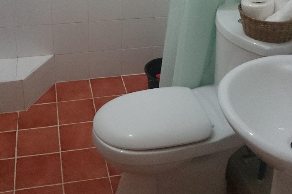 Fan Room - Bathroom