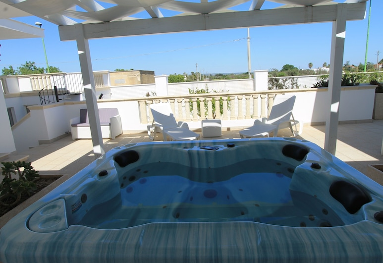 Salenthouse, Racale, Pool