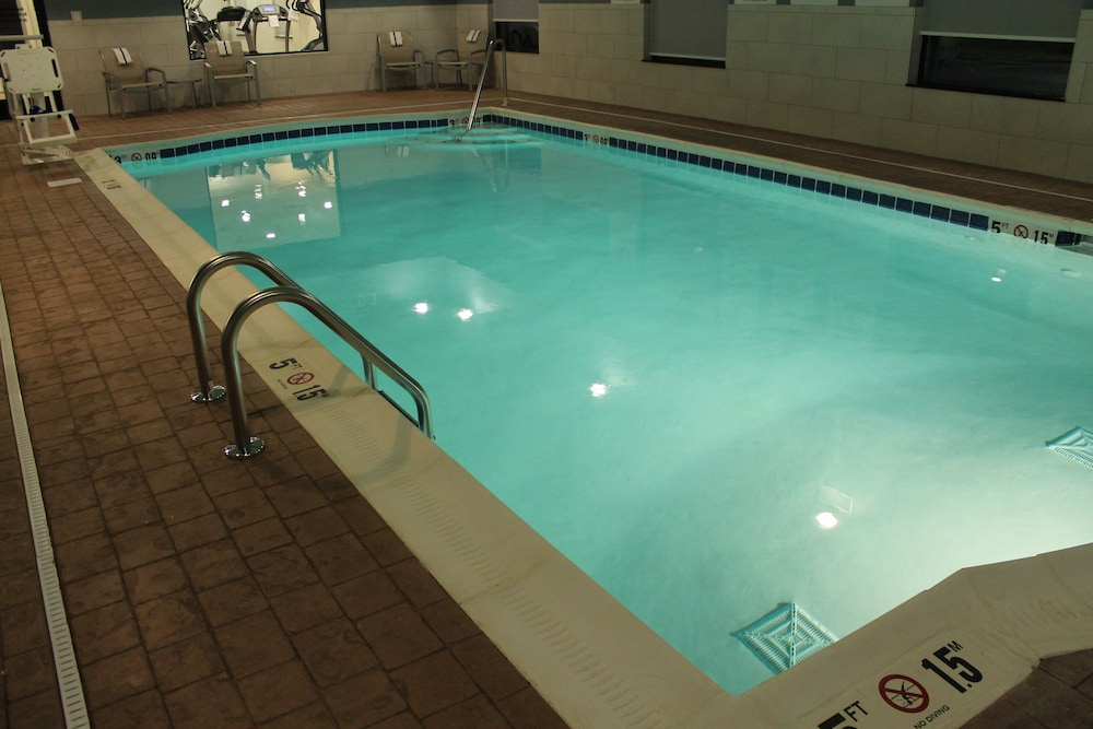Holiday Inn Express Suites Glasgow Pool