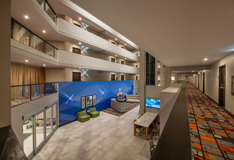 Holiday Inn Express & Suites San Antonio Medical-Six Flags, San Antonio, Lobby
