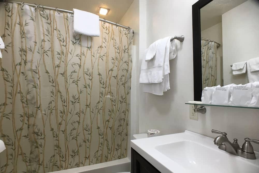 Phòng, 2 giường cỡ queen - Phòng tắm