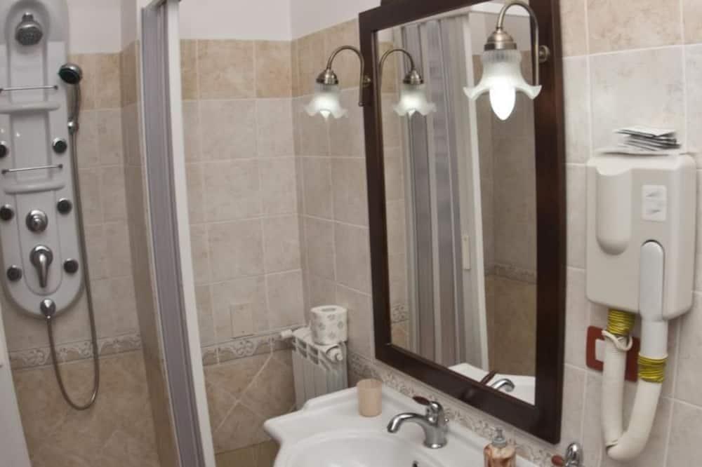 Classic Triple Room, Ensuite - Bilik mandi