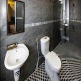 Superior driepersoonskamer, 2 queensize bedden, Uitzicht op de stad - Badkamer