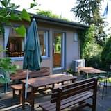 Economy Shared Dormitory, Mixed Dorm, Garden View, Garden Area - Terrace/Patio