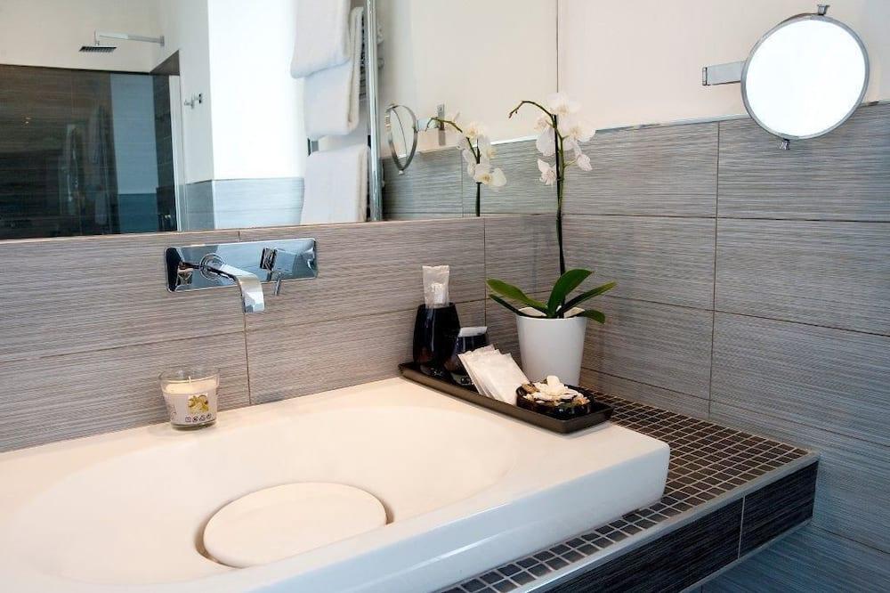 Comfort Suite - Bathroom