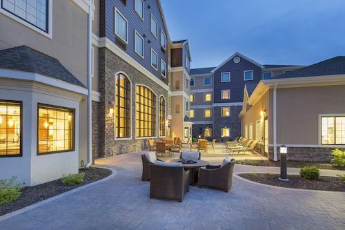 坎頓駐橋套房公寓飯店