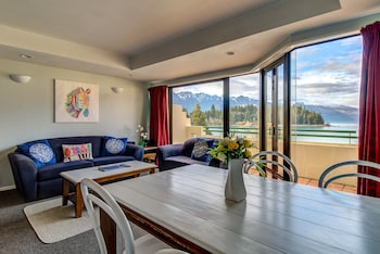 Picture of Lakefront Apartments in Queenstown
