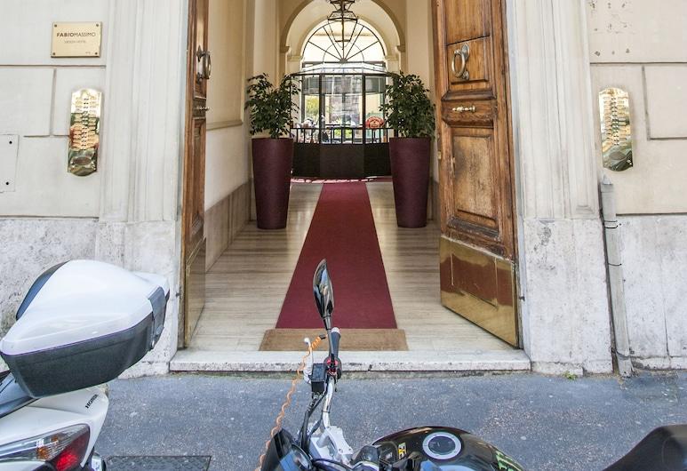 Teatime, Roma, Otel Girişi