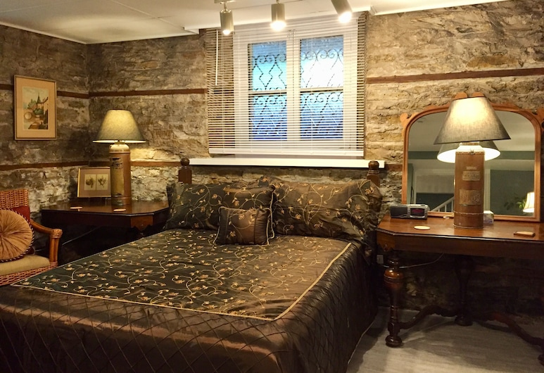 Trinity House Inn, Gananoque, Suite, 1 Queen Bed with Sofa bed, Jetted Tub (Prince Regent Suite), Guest Room